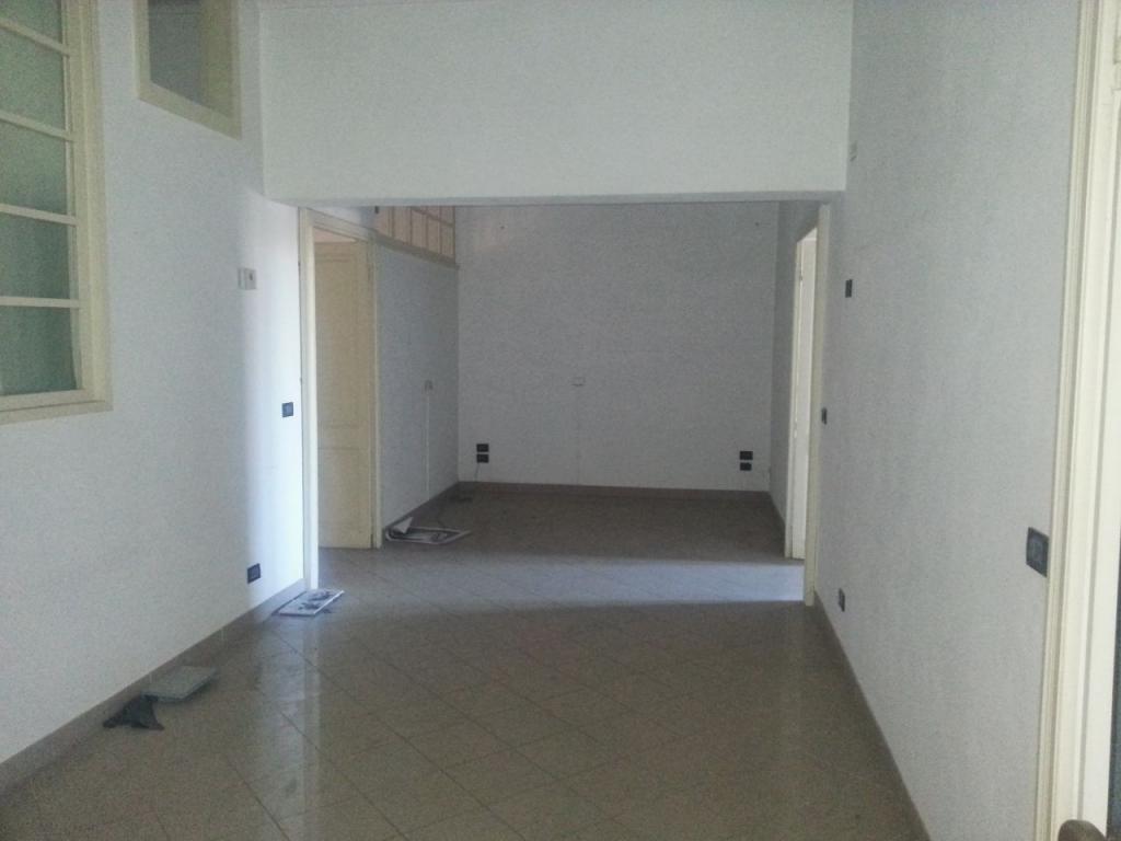 Ufficio / Studio in affitto a Casale Monferrato, 4 locali, prezzo € 500 | CambioCasa.it