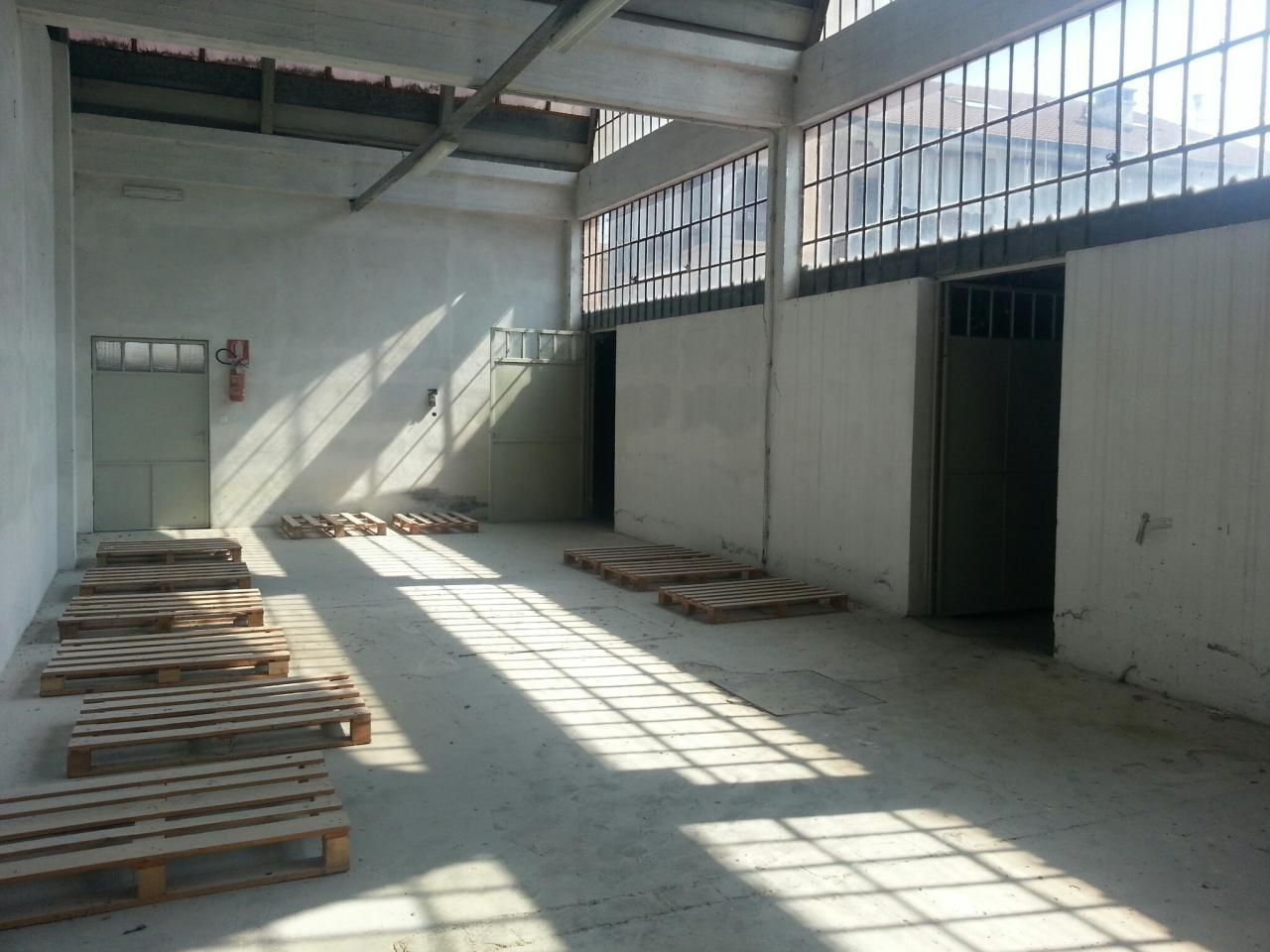 Negozio / Locale in affitto a Trino, 9999 locali, prezzo € 1.000 | Cambio Casa.it