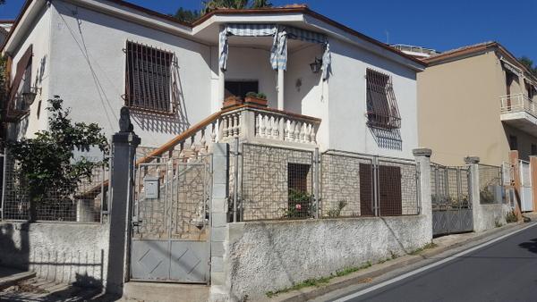 Soluzione Indipendente in affitto a Borgio Verezzi, 3 locali, Trattative riservate | Cambio Casa.it