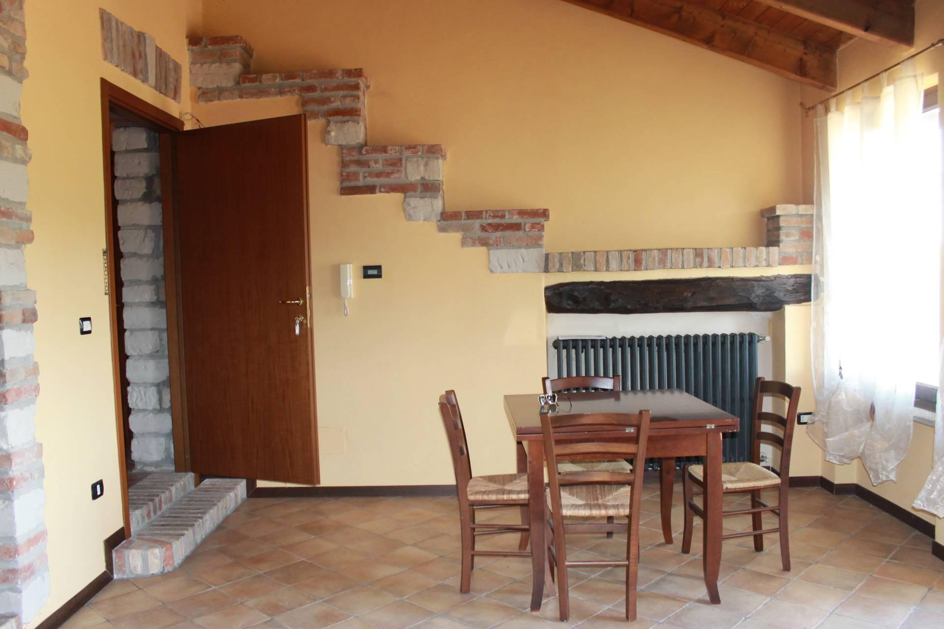 Appartamento in affitto a Camino, 2 locali, zona Località: CastelSanPietro, prezzo € 400 | CambioCasa.it