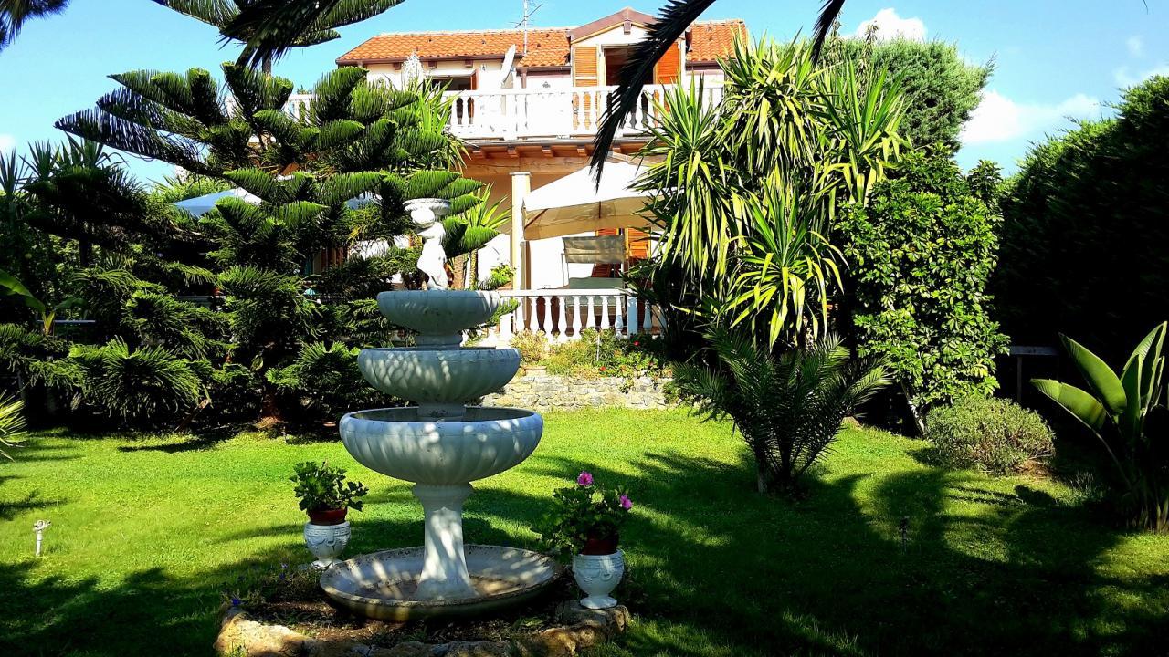 Villa in vendita a Ceriale, 5 locali, prezzo € 700.000 | Cambio Casa.it