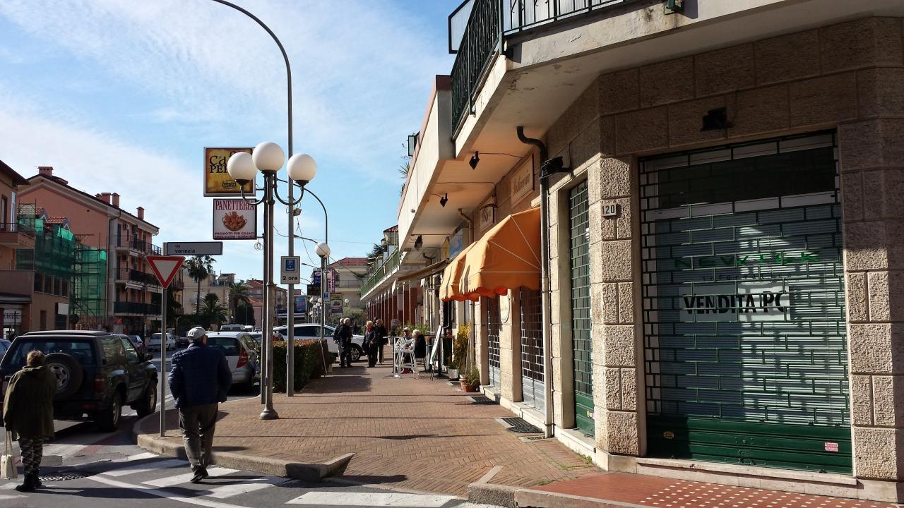 Negozio / Locale in affitto a Ceriale, 9999 locali, prezzo € 100.000 | CambioCasa.it