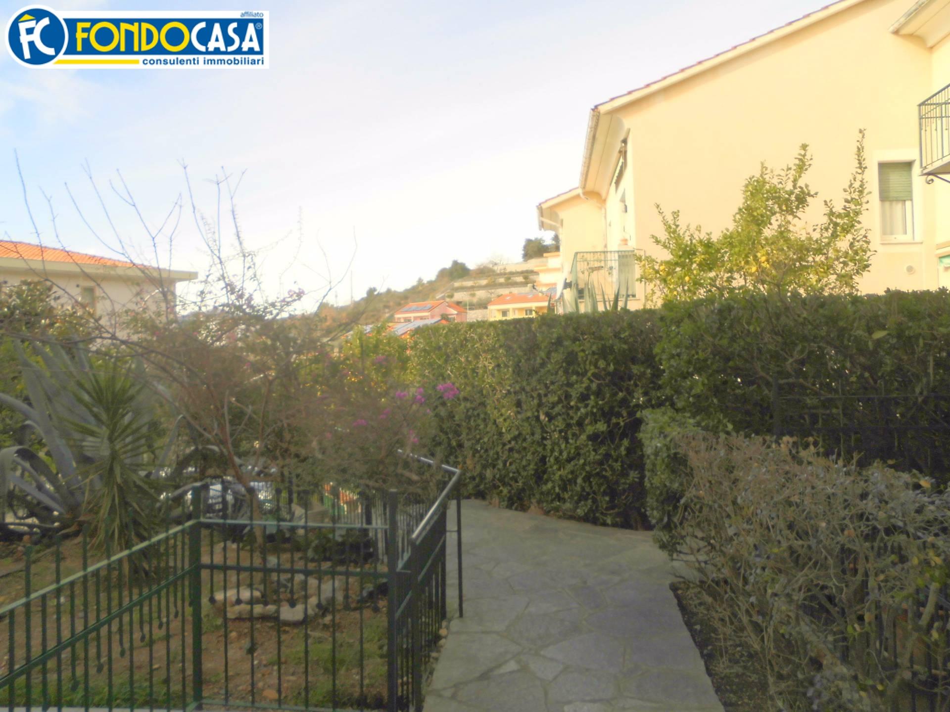 Bilocale Pietra Ligure Via Trabocchetto 1