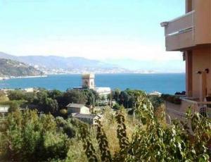 Appartamento in vendita a Arenzano, 5 locali, zona Località: Roccolo, prezzo € 240.000 | Cambio Casa.it