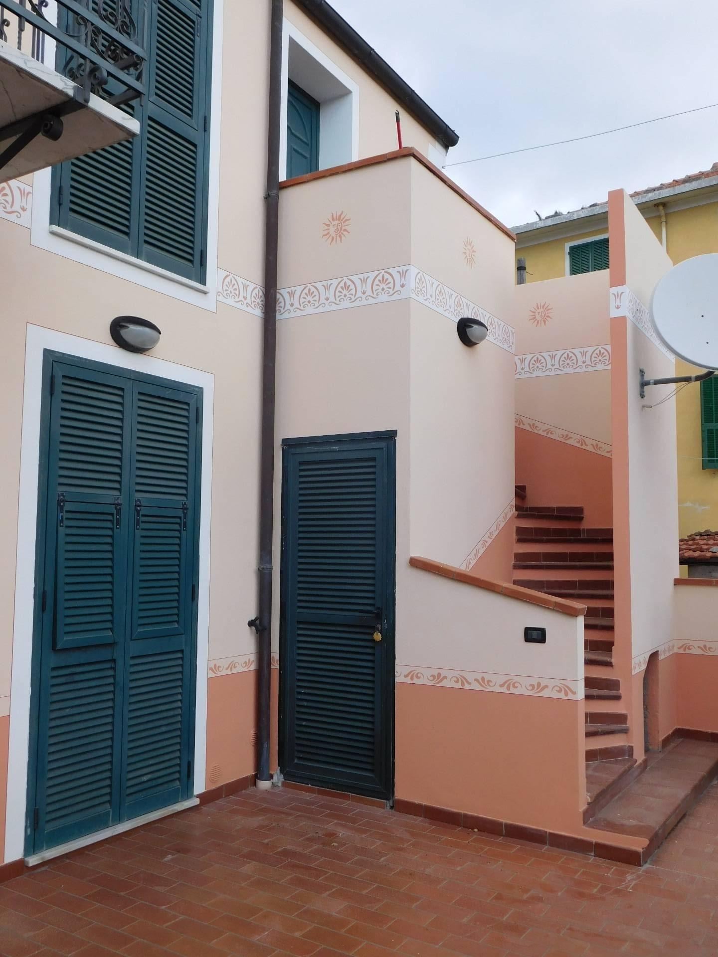 Soluzione Indipendente in vendita a Ceriale, 8 locali, prezzo € 350.000 | CambioCasa.it