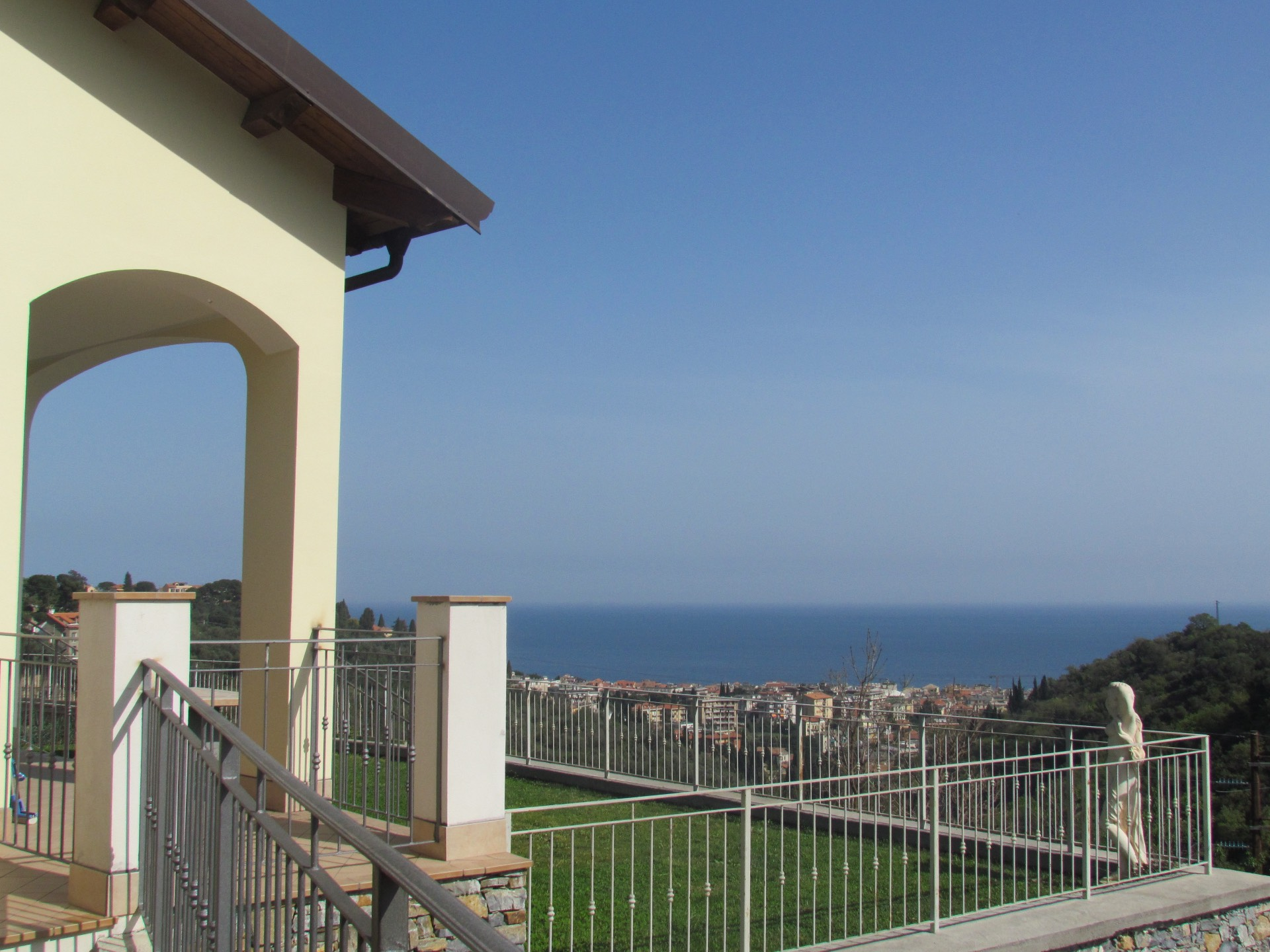 Villa in vendita a Alassio, 6 locali, zona Zona: Moglio, prezzo € 590.000   Cambio Casa.it