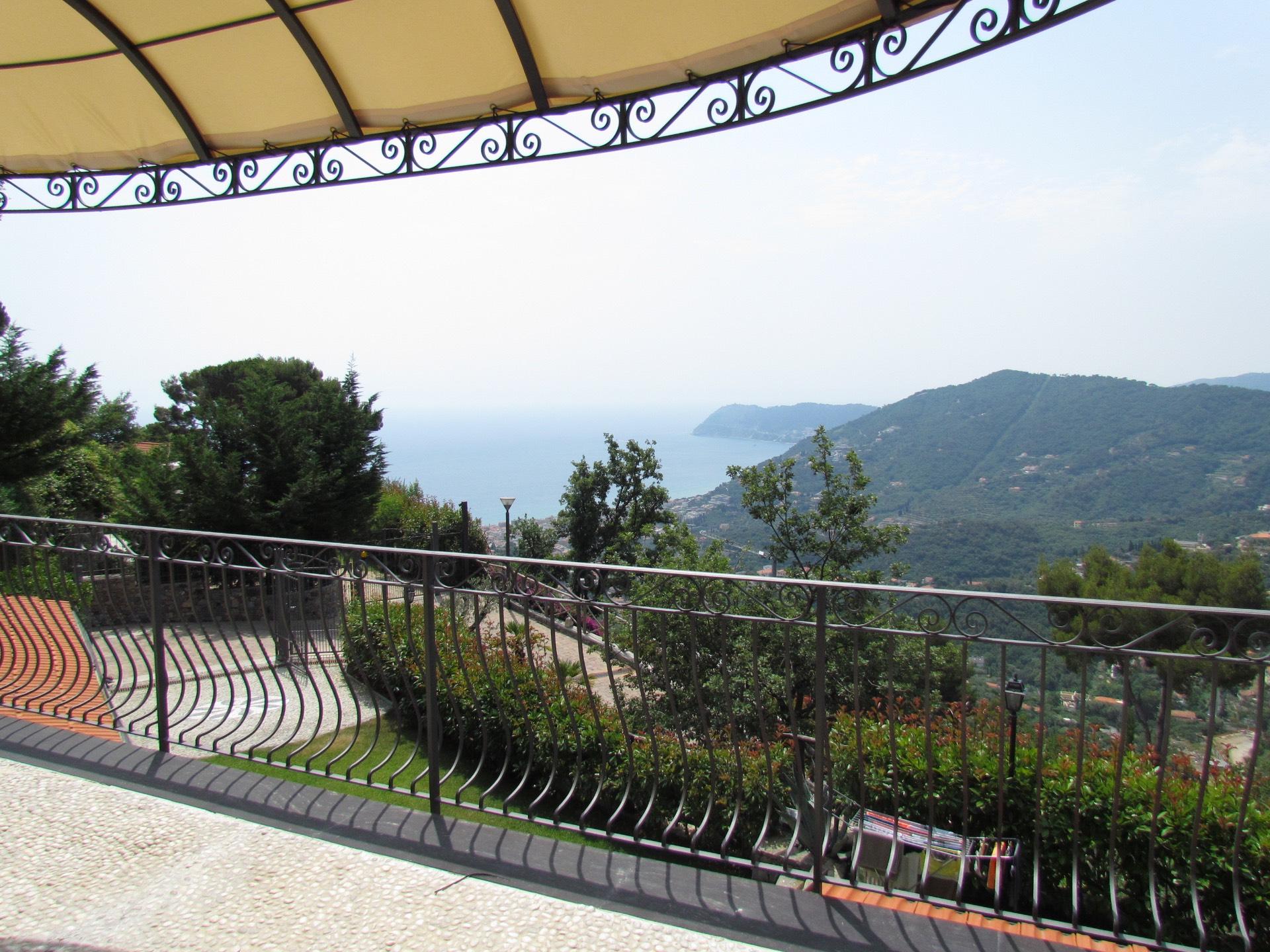 Villa in vendita a Alassio, 11 locali, Trattative riservate   Cambio Casa.it