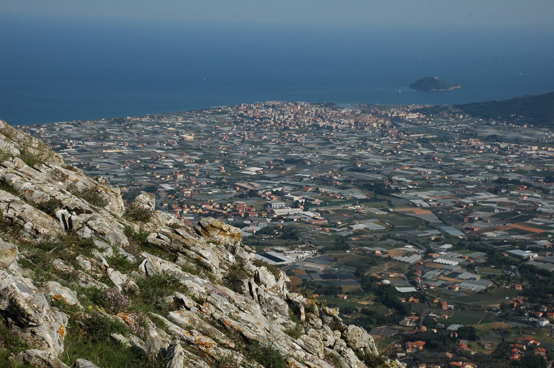 Soluzione Indipendente in vendita a Albenga, 6 locali, prezzo € 390.000 | Cambio Casa.it