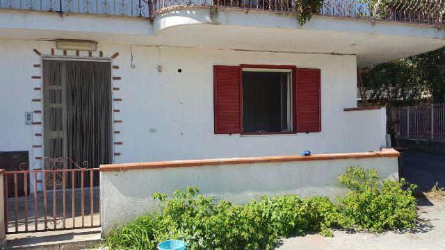 Soluzione Semindipendente in affitto a Castello di Cisterna, 3 locali, prezzo € 400 | Cambio Casa.it