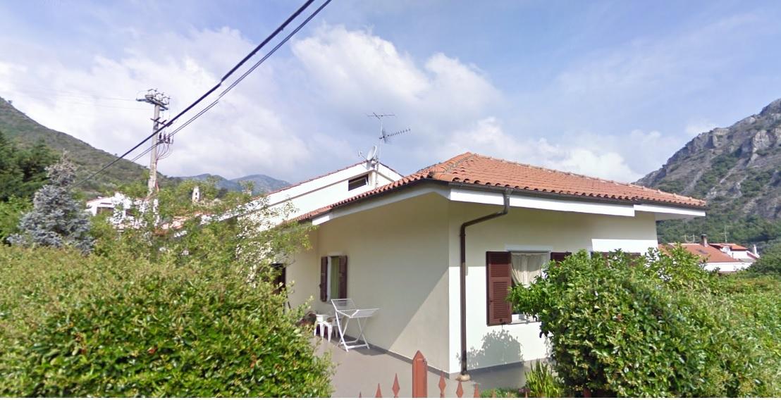 Villa in vendita a Cisano sul Neva, 7 locali, prezzo € 380.000 | CambioCasa.it