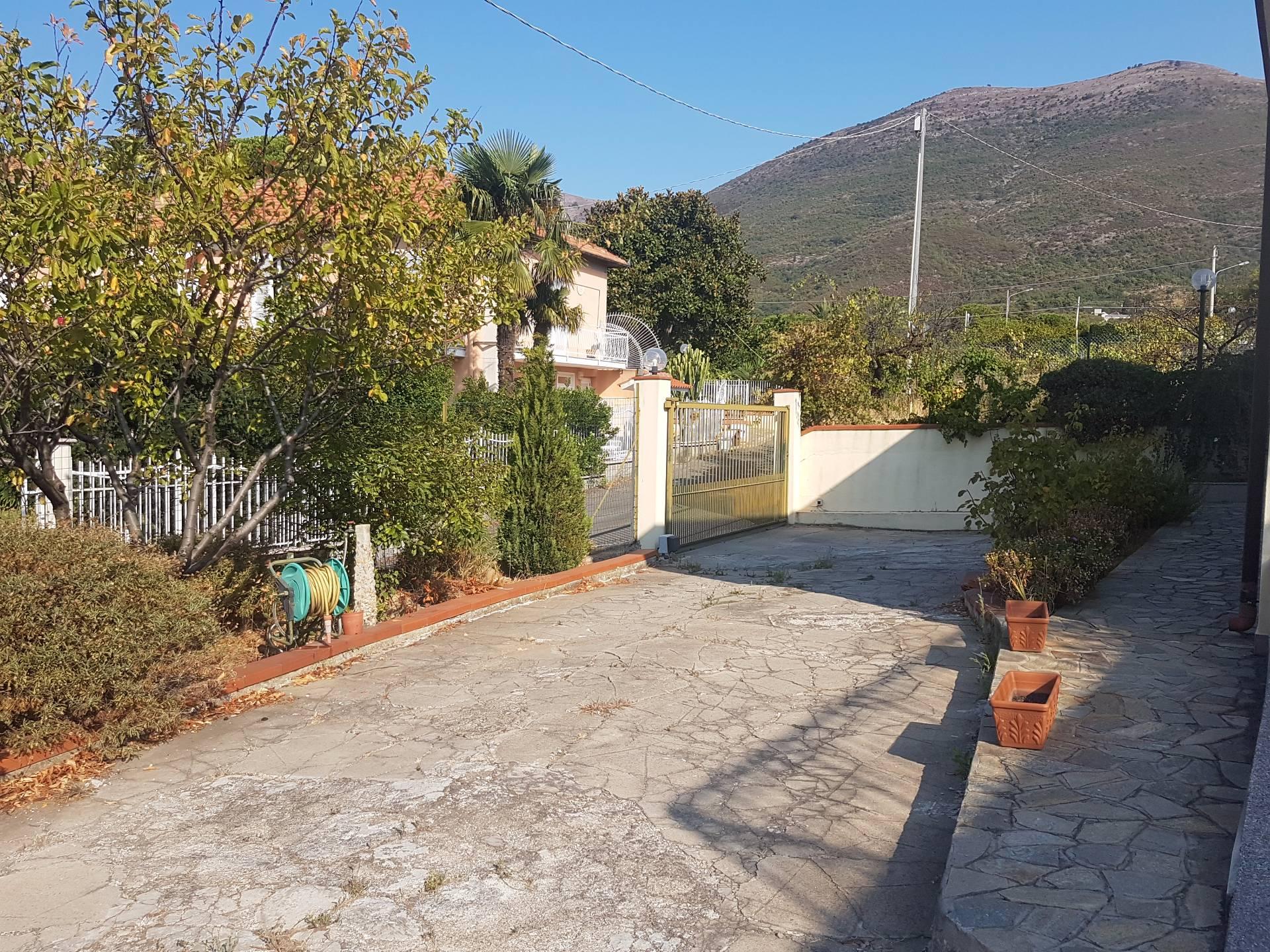 Soluzione Indipendente in vendita a Albenga, 5 locali, zona Zona: Salea, prezzo € 320.000 | CambioCasa.it
