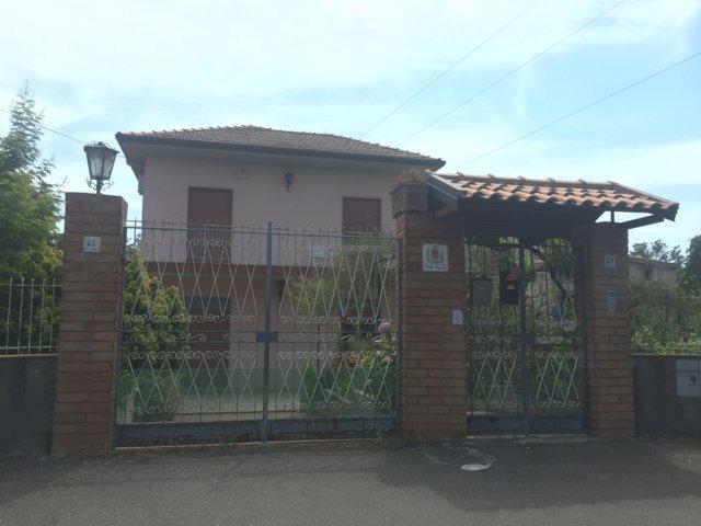 Villa in vendita a Valverde, 7 locali, zona Località: Valverde, prezzo € 297.000   CambioCasa.it