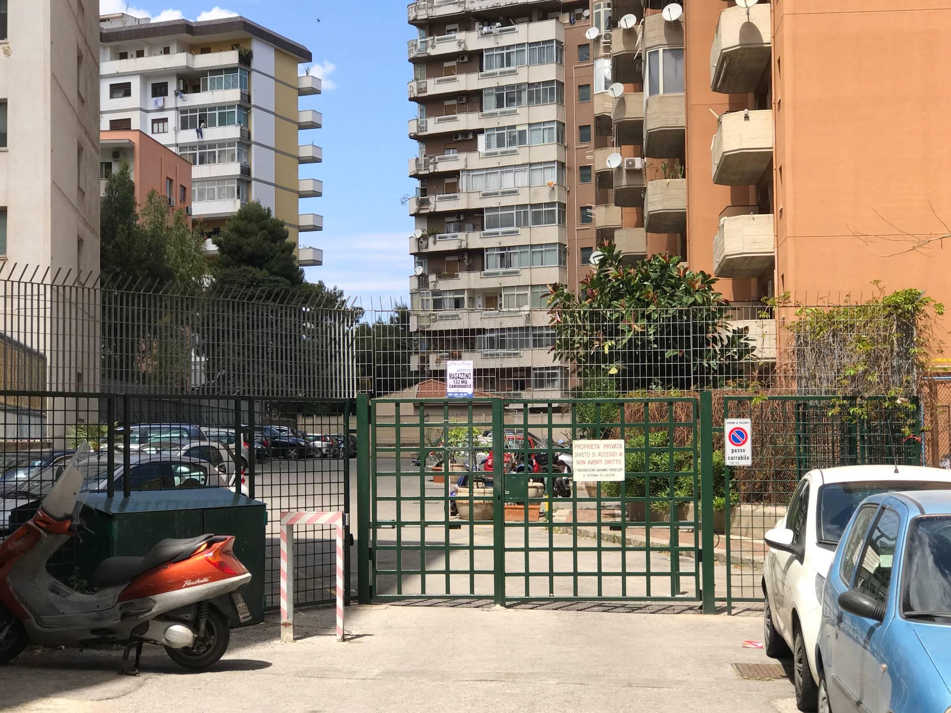 Magazzino in affitto a Palermo, 9999 locali, zona Località: Giotto, prezzo € 480 | CambioCasa.it