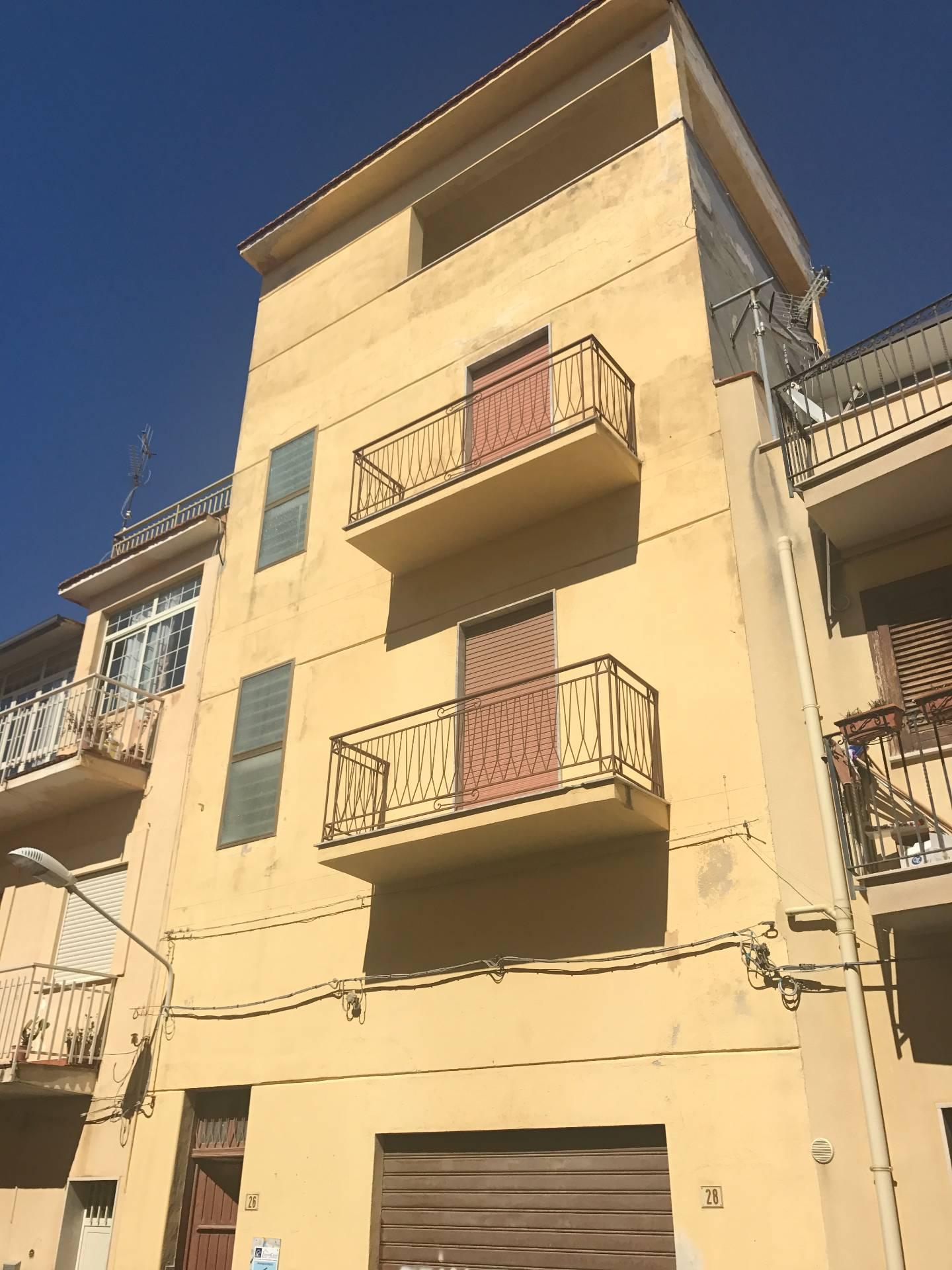 Palazzo / Stabile in vendita a Balestrate, 6 locali, prezzo € 140.000 | CambioCasa.it