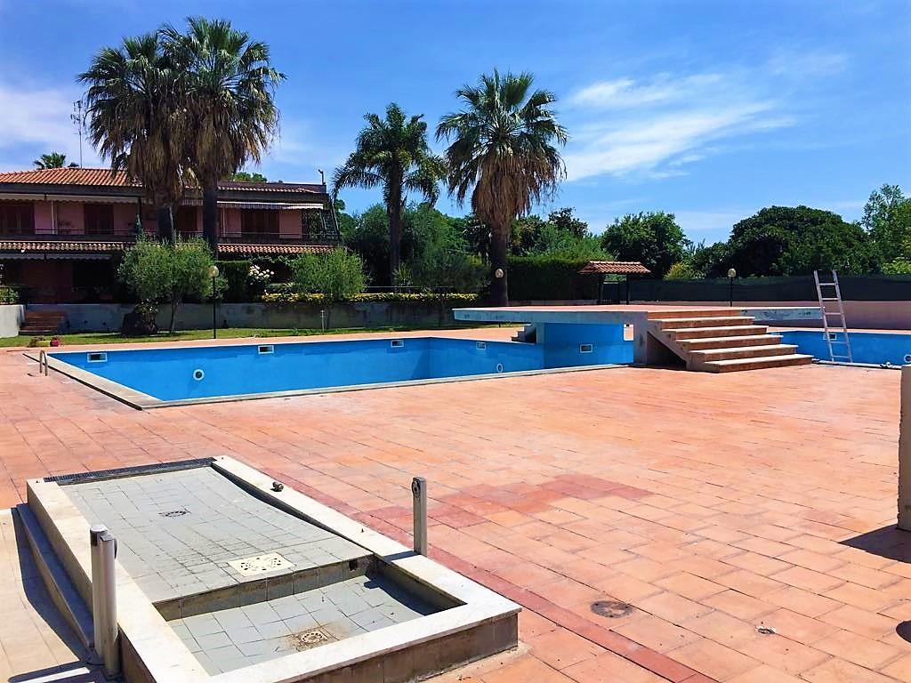 Appartamento in affitto a Acireale, 4 locali, zona Località: Capomulini, prezzo € 175.000   CambioCasa.it