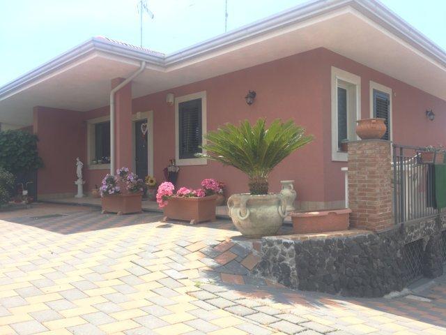 Villa in vendita a Mascalucia, 5 locali, zona Località: ZonaPortichetto, prezzo € 250.000 | CambioCasa.it