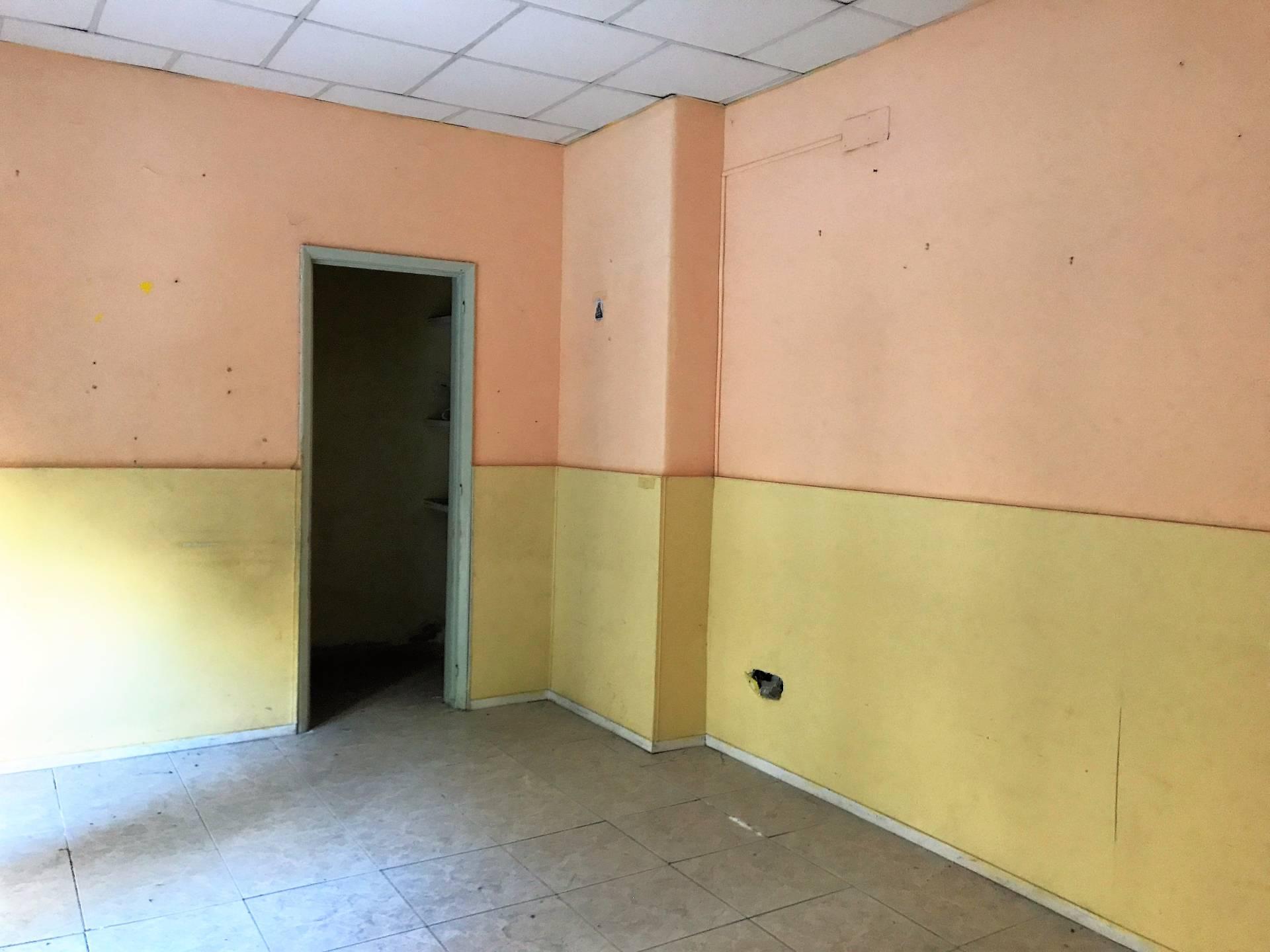 Negozio / Locale in affitto a Catania, 9999 locali, zona Località: PiazzaLanza, prezzo € 400 | CambioCasa.it