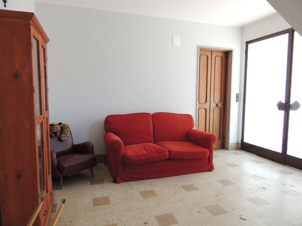 Appartamento catania vendita 200 mq doppi for Doppi bagni padronali