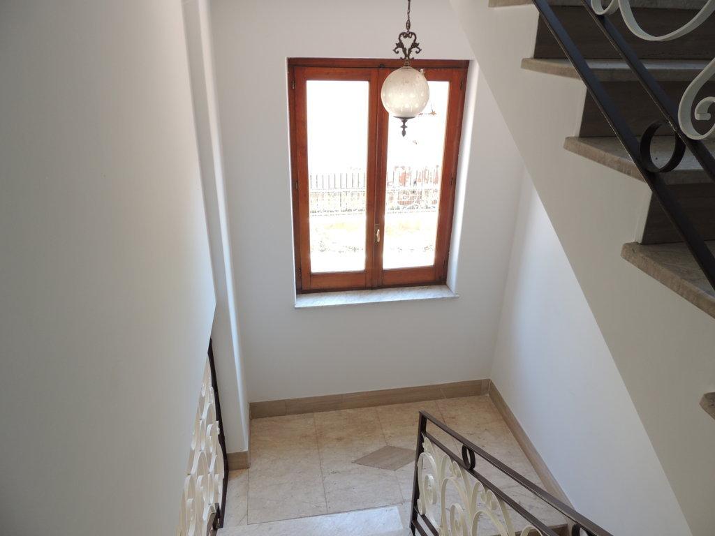 Appartamento catania vendita 200 mq doppi for Grandi bagni padronali