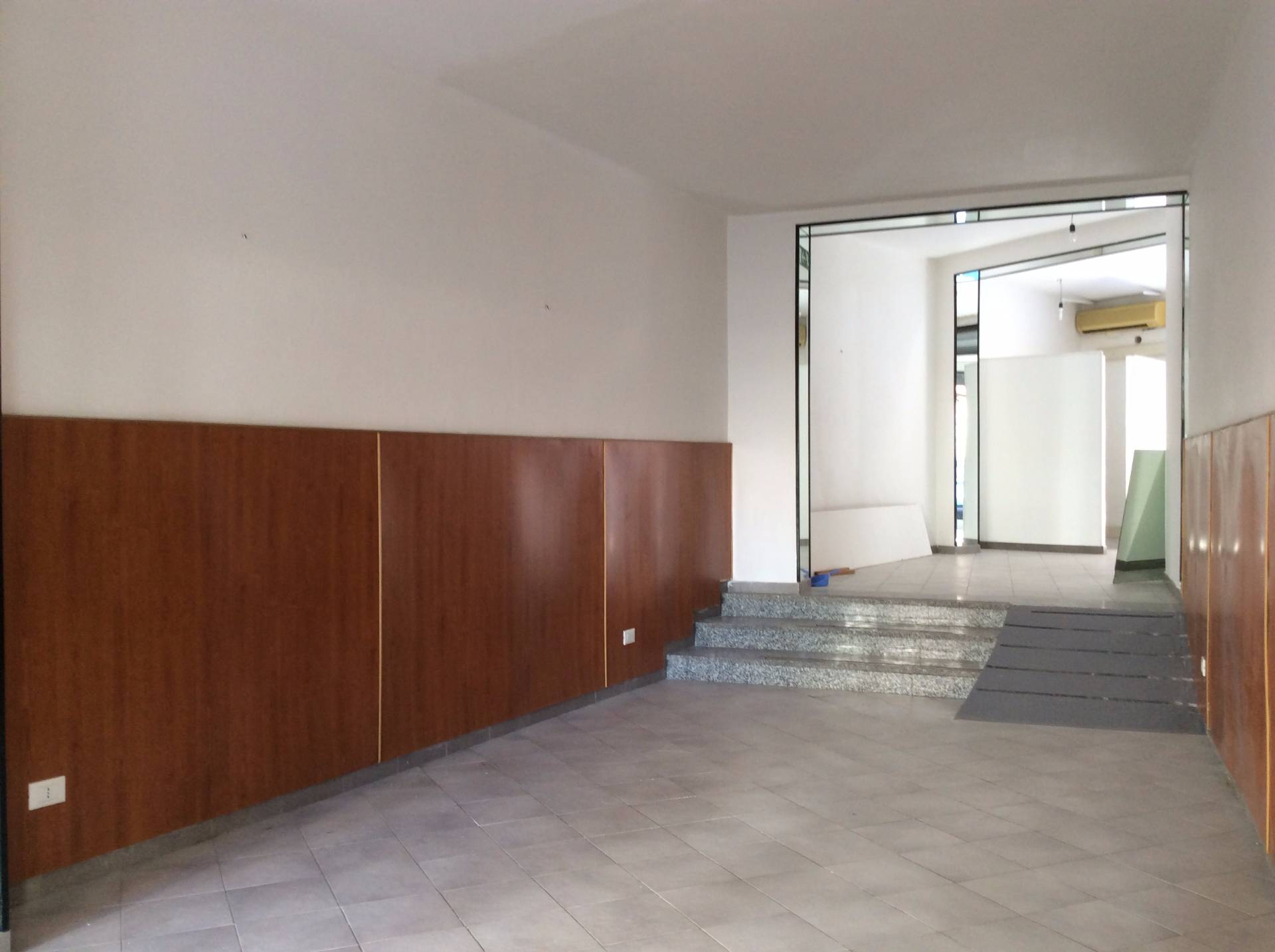 Negozio / Locale in affitto a Palermo, 9999 locali, zona Località: Malaspina, prezzo € 650 | CambioCasa.it