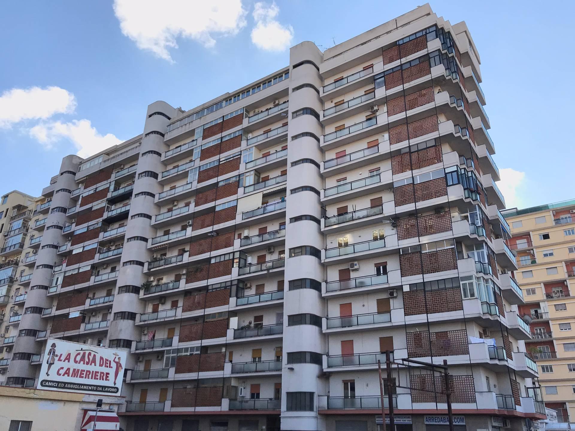 Appartamento in affitto a Palermo, 4 locali, zona Località: Lazio, prezzo € 550 | CambioCasa.it