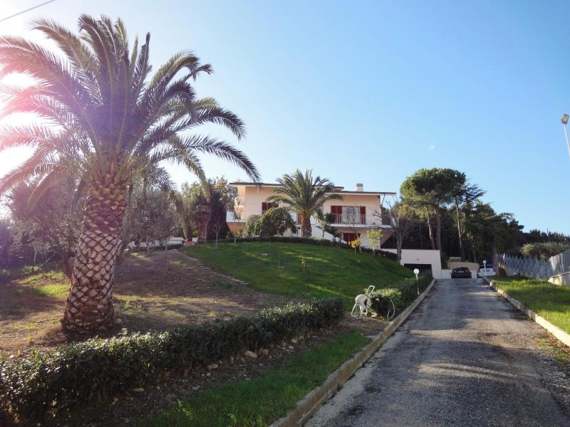 Villa in affitto a Colonnella, 9 locali, prezzo € 1.200 | CambioCasa.it
