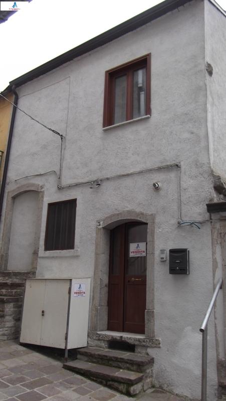 Soluzione Semindipendente in vendita a Monteleone di Puglia, 4 locali, prezzo € 18.000 | CambioCasa.it