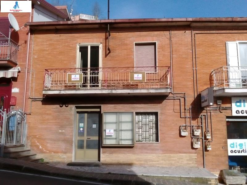 Soluzione Semindipendente in vendita a Ariano Irpino, 6 locali, zona Località: corsovittorioemanuele, prezzo € 65.000 | CambioCasa.it
