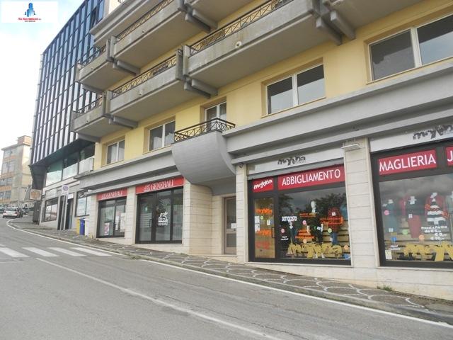 Ufficio / Studio in affitto a Ariano Irpino, 1 locali, zona Località: viaxxvaprile, prezzo € 500 | CambioCasa.it