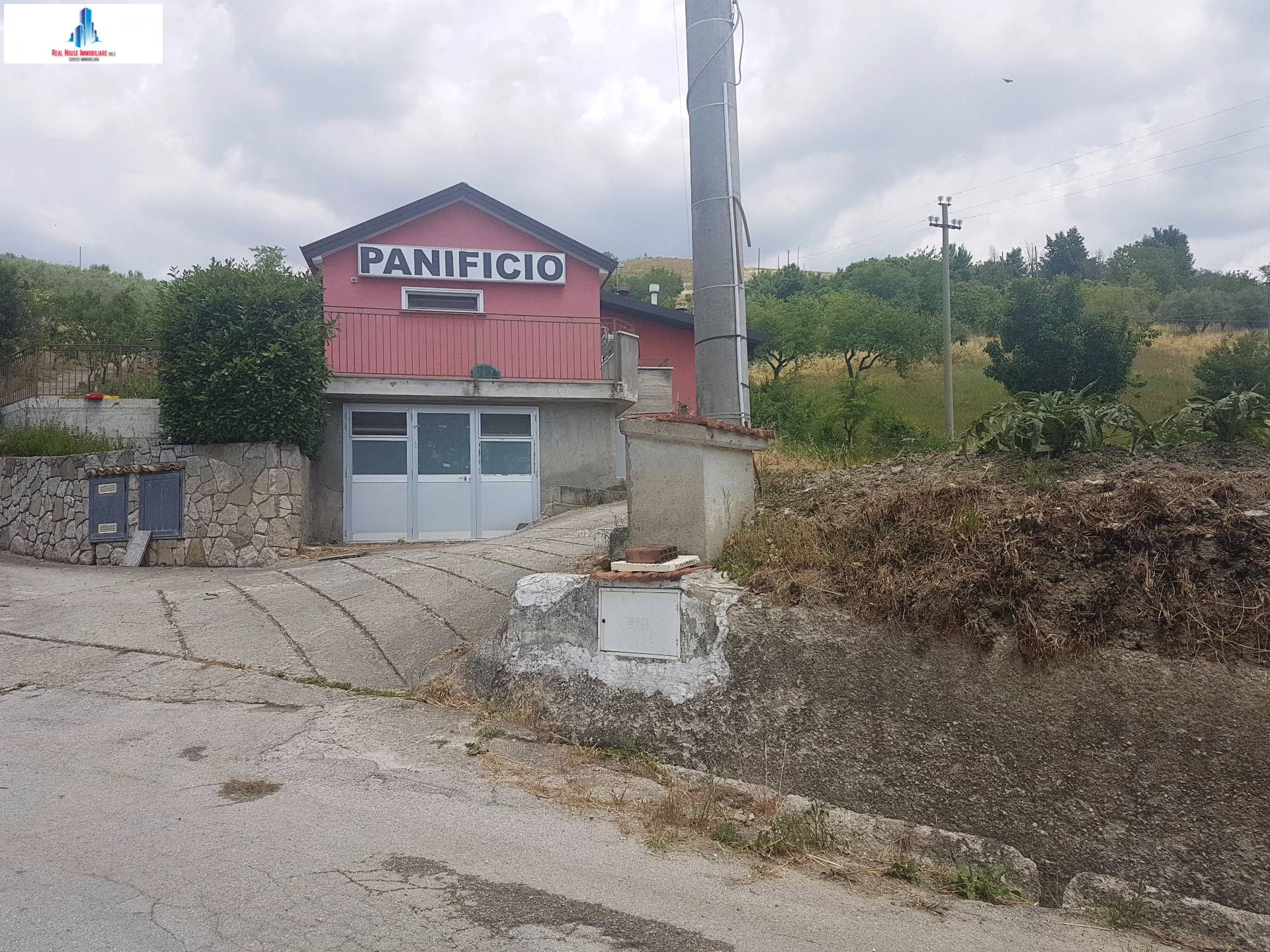 Negozio / Locale in affitto a Ariano Irpino, 9999 locali, zona Località: contradacamporeale, prezzo € 400 | CambioCasa.it