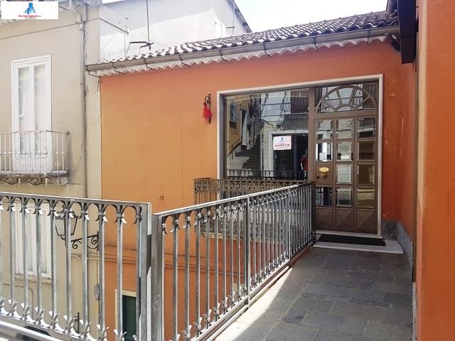 Negozio / Locale in affitto a Ariano Irpino, 9999 locali, zona Località: viadafflitto, prezzo € 500 | CambioCasa.it