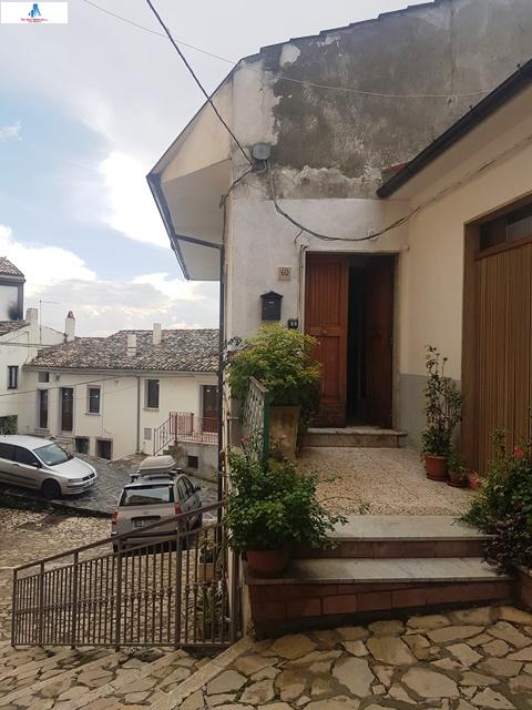 Soluzione Semindipendente in vendita a Zungoli, 3 locali, prezzo € 22.000 | CambioCasa.it