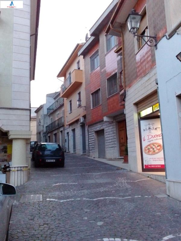Negozio / Locale in affitto a Ariano Irpino, 9999 locali, zona Località: viaP.P.Parzanese, prezzo € 300 | CambioCasa.it