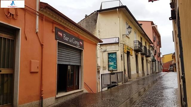 Negozio / Locale in affitto a Ariano Irpino, 9999 locali, zona Località: viatribunali, prezzo € 500 | CambioCasa.it