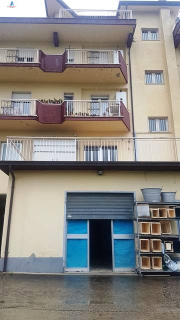 Negozio / Locale in affitto a Ariano Irpino, 9999 locali, zona Località: localitàCardito, prezzo € 400 | CambioCasa.it