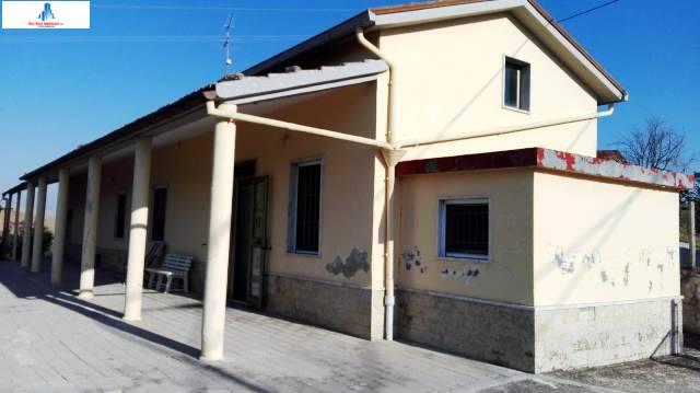 Soluzione Indipendente in vendita a Ariano Irpino, 3 locali, zona Località: contradagaudiaciello, prezzo € 42.000 | CambioCasa.it