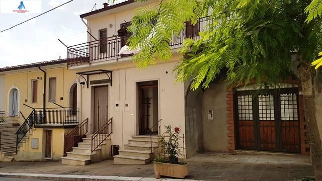 Soluzione Semindipendente in vendita a Savignano Irpino, 2 locali, prezzo € 15.000 | CambioCasa.it