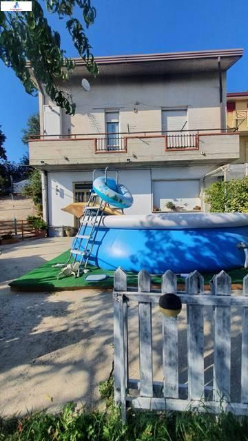 Soluzione Semindipendente in vendita a Ariano Irpino, 5 locali, zona Località: Contradaacquaditauro, prezzo € 160.000 | CambioCasa.it