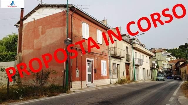 Soluzione Semindipendente in vendita a Ariano Irpino, 4 locali, zona Località: ViaS.Antonio, prezzo € 55.000 | CambioCasa.it