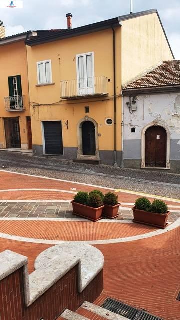 Soluzione Semindipendente in vendita a Ariano Irpino, 3 locali, zona Località: viadafflitto, prezzo € 59.000 | CambioCasa.it