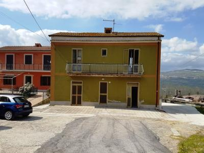 Casa singola in Vendita a Montecalvo Irpino