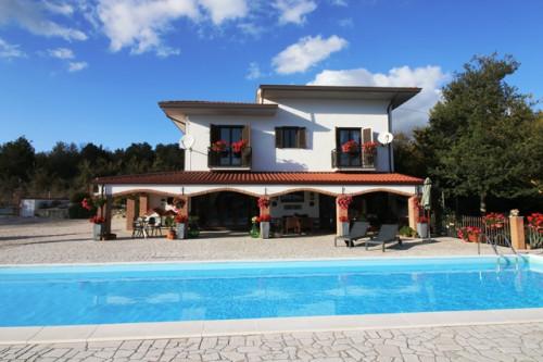 Villa in Vendita a Guardia Lombardi