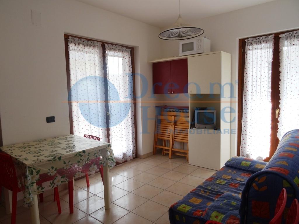 Bilocale Alba Adriatica Via Trento 4