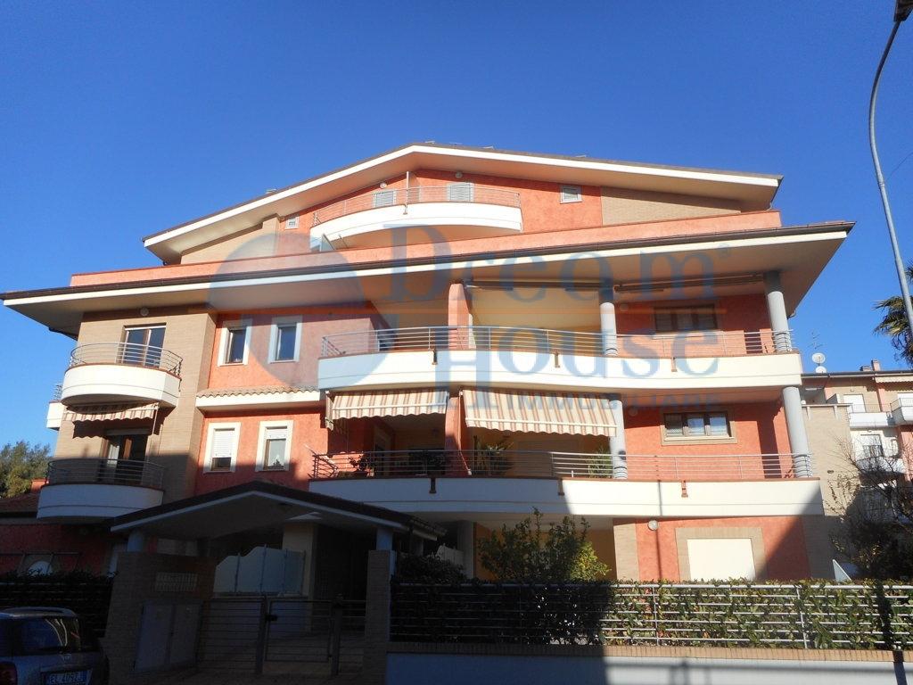 Attico / Mansarda in vendita a Martinsicuro, 5 locali, prezzo € 240.000   Cambio Casa.it