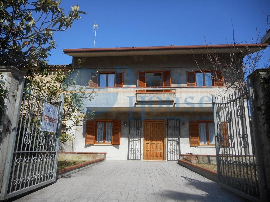 Soluzione Indipendente in vendita a Martinsicuro, 4 locali, prezzo € 150.000 | Cambio Casa.it