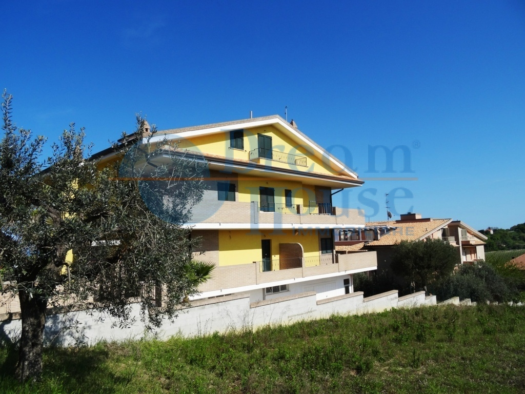 Villa a schiera/Bifamiliare in Vendita