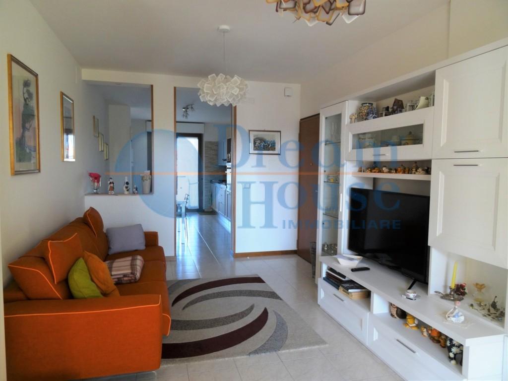 vendita appartamento martinsicuro villa rosa  133000 euro  6 locali  112 mq