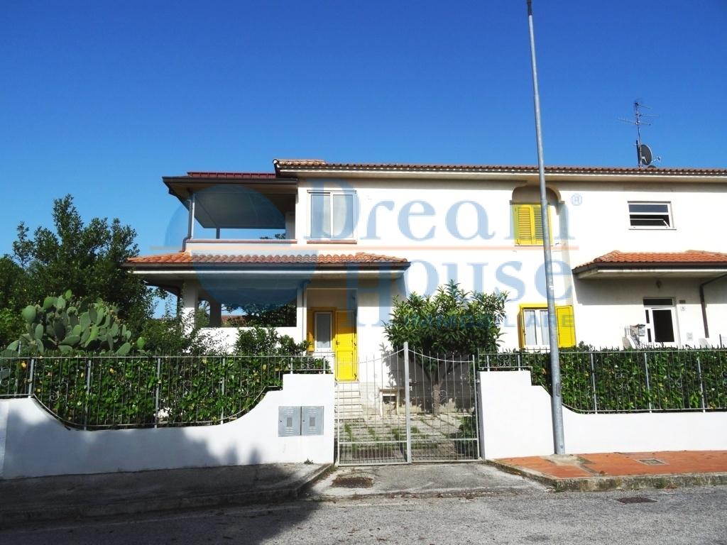 vendita appartamento martinsicuro villa rosa  125000 euro  4 locali  90 mq