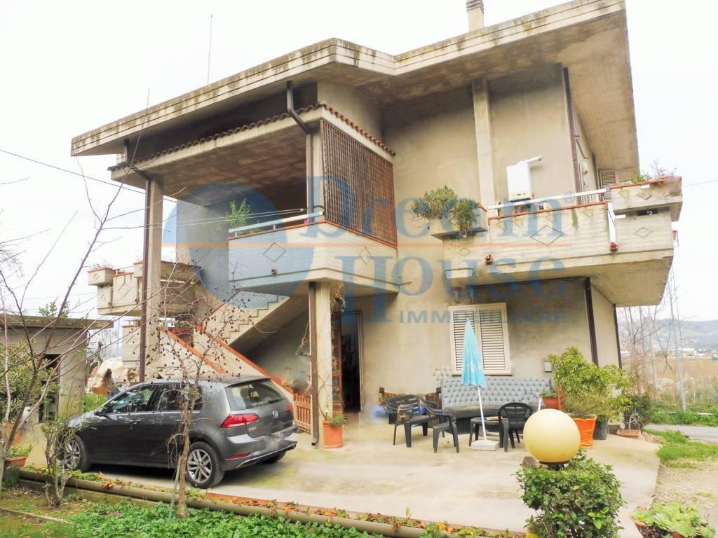 Appartamento in vendita a Colonnella, 4 locali, zona Località: ZONACOLLINARE, prezzo € 65.000 | CambioCasa.it