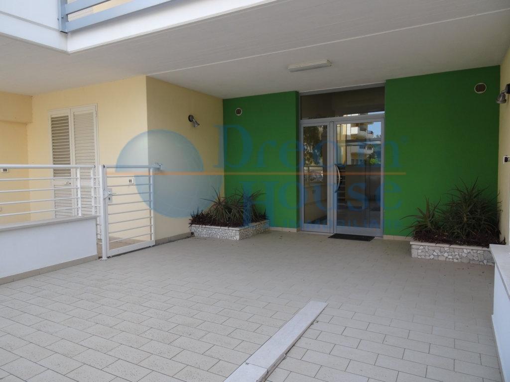Appartamento in vendita a Alba Adriatica, 2 locali, zona Località: VillaFiore/Pinete, prezzo € 88.000 | CambioCasa.it
